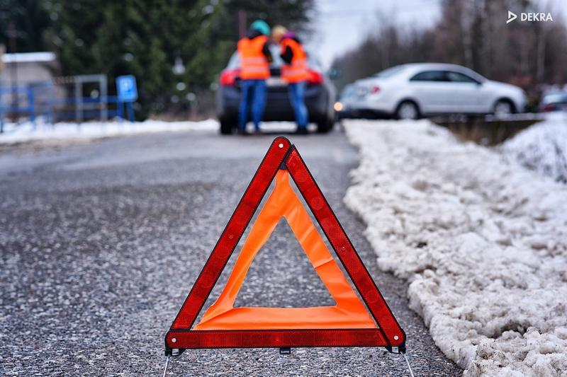 9cf273f26 Z popsané situace je jasné, že reflexní vesta byla přesunuta z povinné  výbavy vozidla do povinností pro řidiče. Takové opatření využívají některé  jiné země.