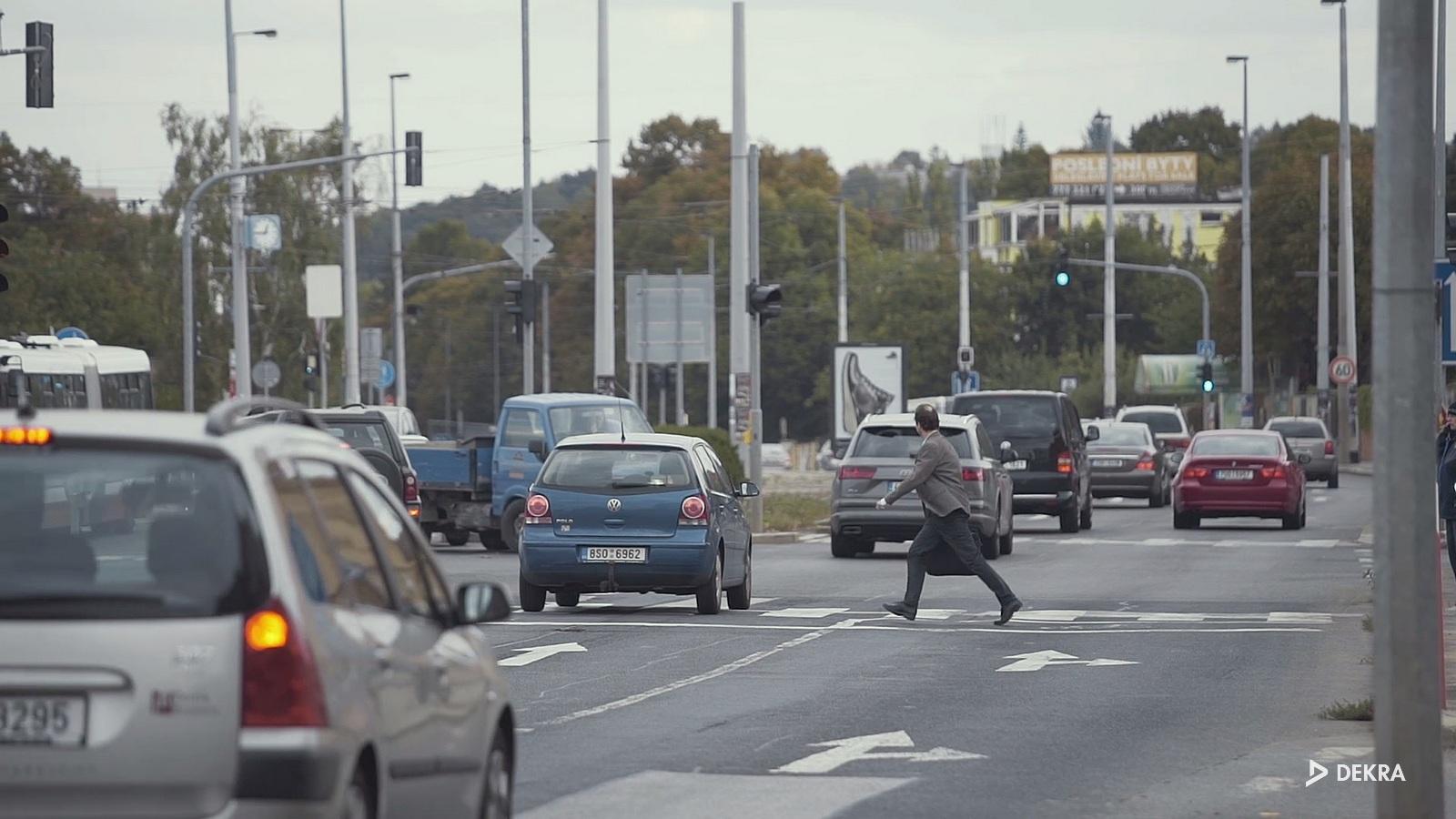 b53ea67ce ... které zohlední právě chodce, cyklisty a motocyklisty. Je nezbytné, aby  účastníci provozu důvěřovali městským komunikacím. ETSC chce v příštích  deseti ...